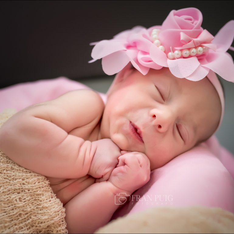 Fotografia newborn de Alba con apenas unas horas de vida, en el hospital del vinalopó (Elche)