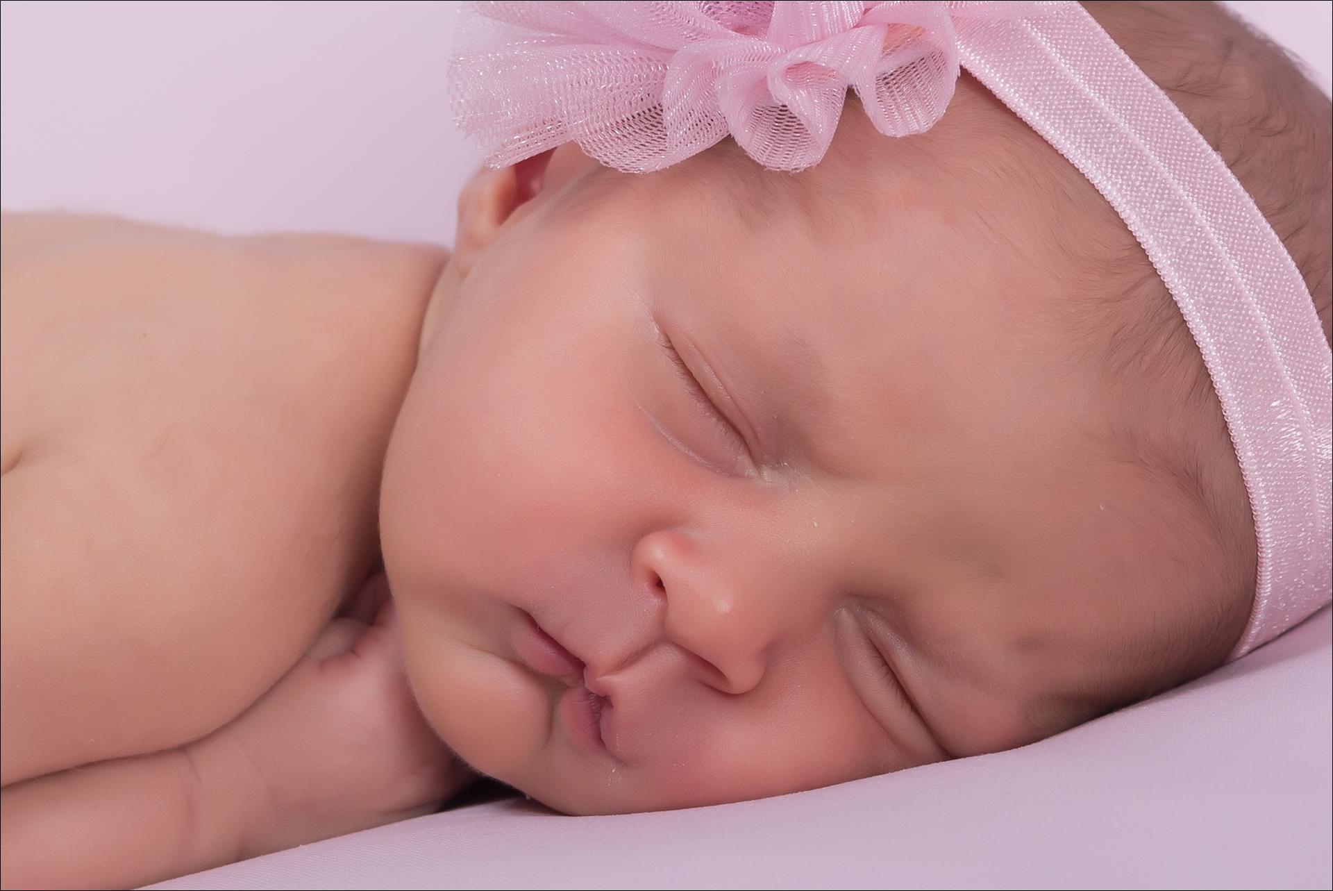 sesion de fotos newborn de Lucía, con apenas una semana de vida en Fran Puig Fotografo Crevillente Elx